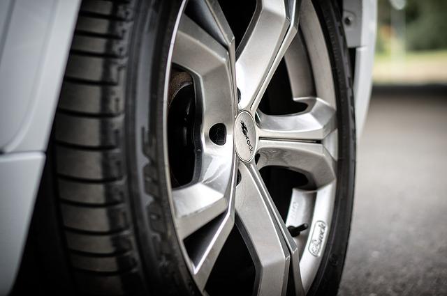 車のタイヤの交換時期はいつ?タイヤのおすすめは?